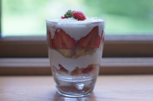 Strawberry.Lemon.Curd.Trifle